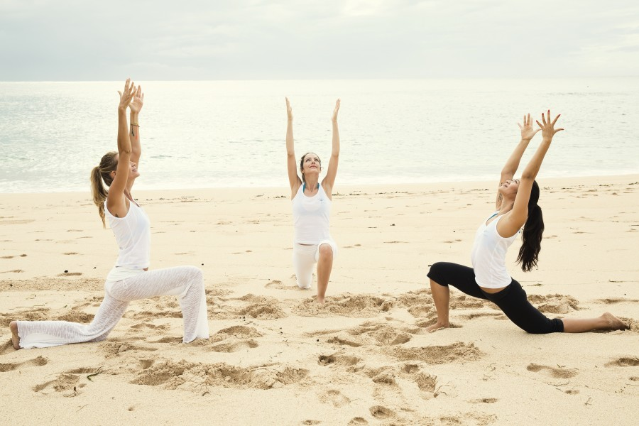 beach-yoga-retreat-low-lunge-asana-pose